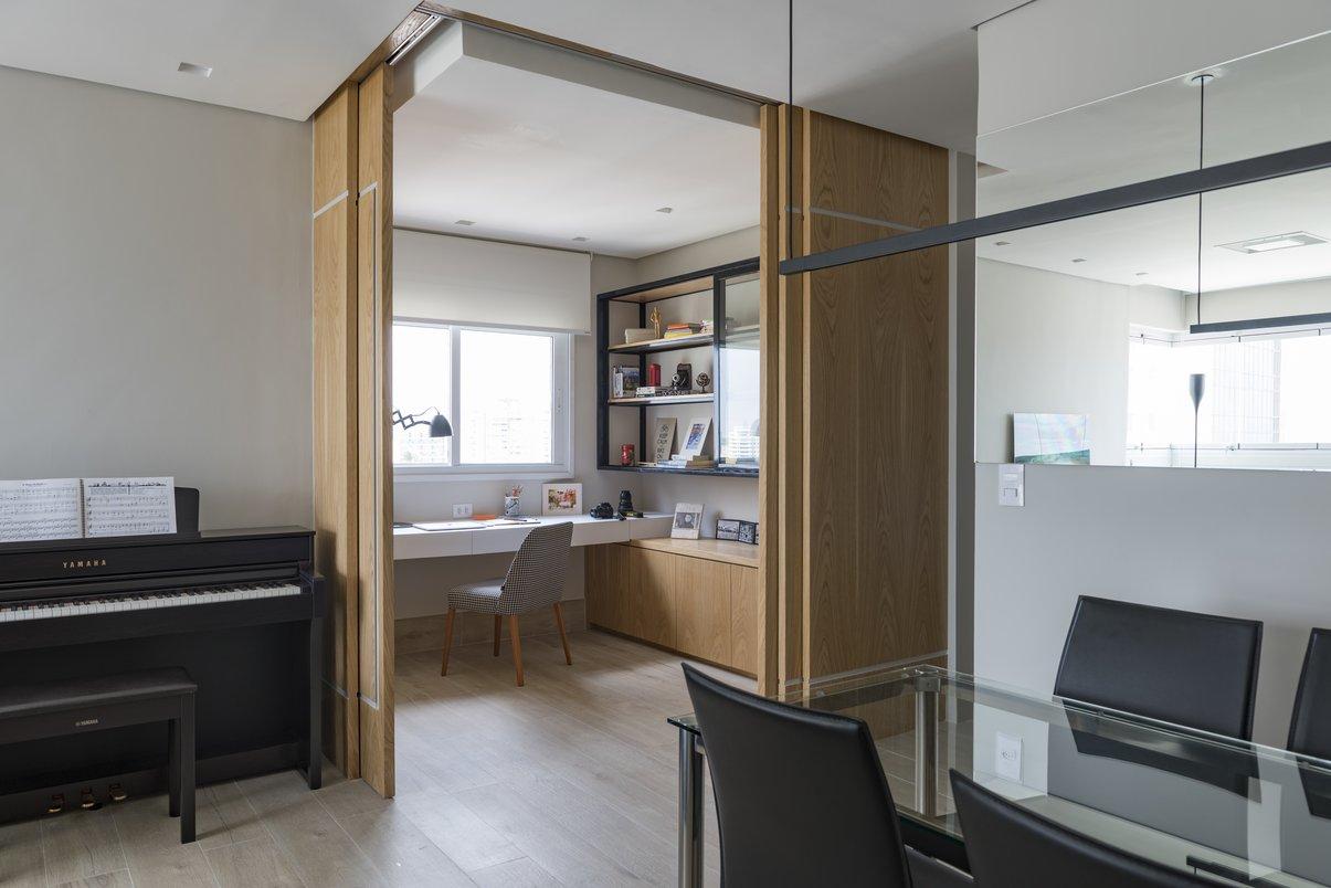 O segundo quarto deu função ao home office integrado à sala