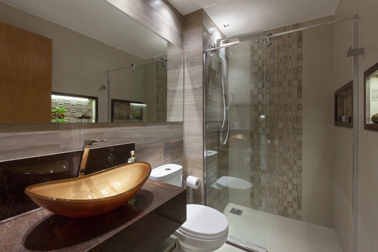 Banheiro com nicho iluminado
