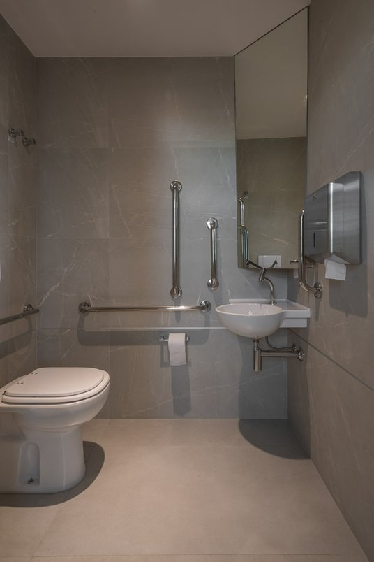 Banho PNE para Salão de Festas