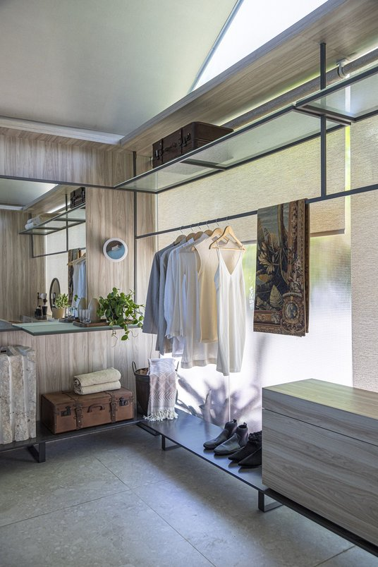 Closet para casal- Projeto: Sinta Arquitetura Foto: Gabriela Daltro