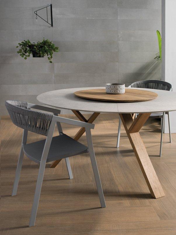 Tavolino - Mesa redonda com pés de madeira - Base giratória.