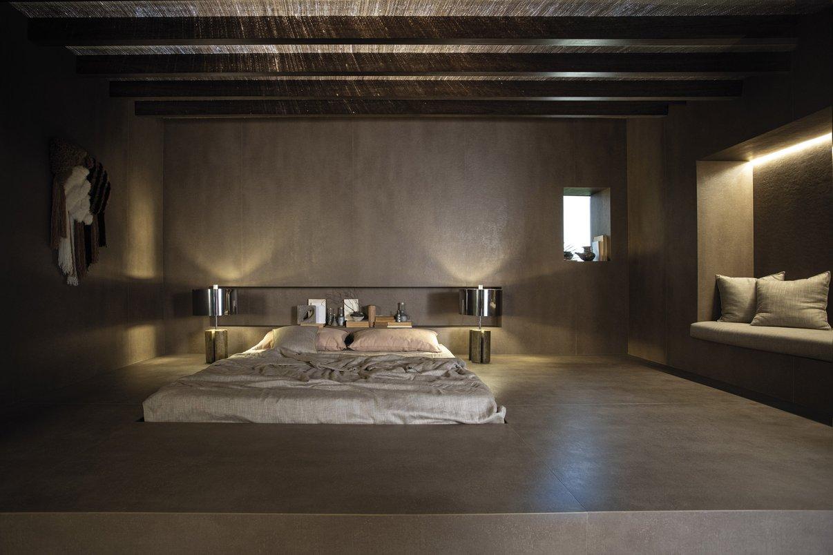 O espaço de Rosenbaum é um quarto natural, criando a sensação de um ambiente calmo para relaxamento e restauro das energias. O que possibilita esse resultado é o uso das Lastras, peças gigantes e com poucos recortes. O ambiente foi todo construído dentro do espaço, conferindo a impressão de se estar dentro de uma rocha, o que quase dispensa a presença de mobiliário.