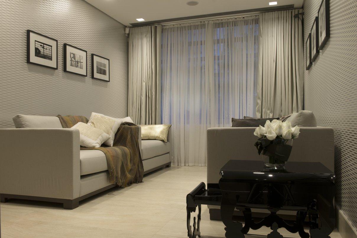 Sala de Espera Superior , piso e rodapés em Porcelanato Portobello Linha Marmi Classic Travertino Navona Crema 0,60 X 1,20 m.