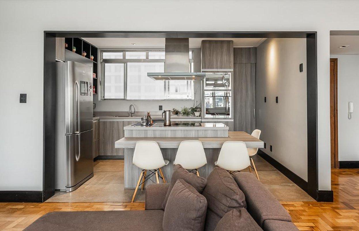Vista da cozinha pela sala