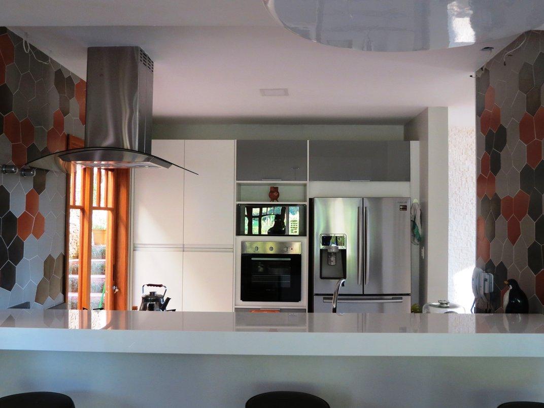 Cozinha com composição Trésor e piso Concretíssyma Nude
