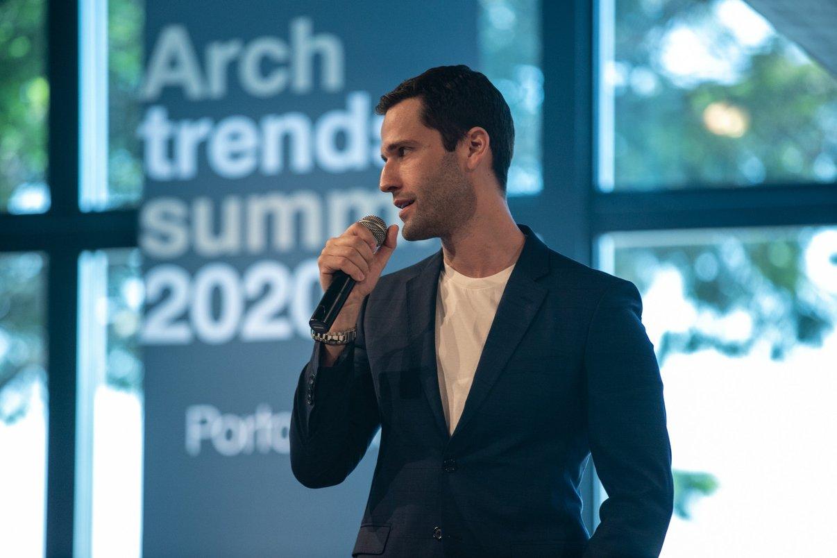"""Pedro Andrade aproveitou o espaço da sua palestra, """"O que aprendi em 60 países"""", para contar que, em breve, vai lançar uma linha de produtos com a Portobello."""
