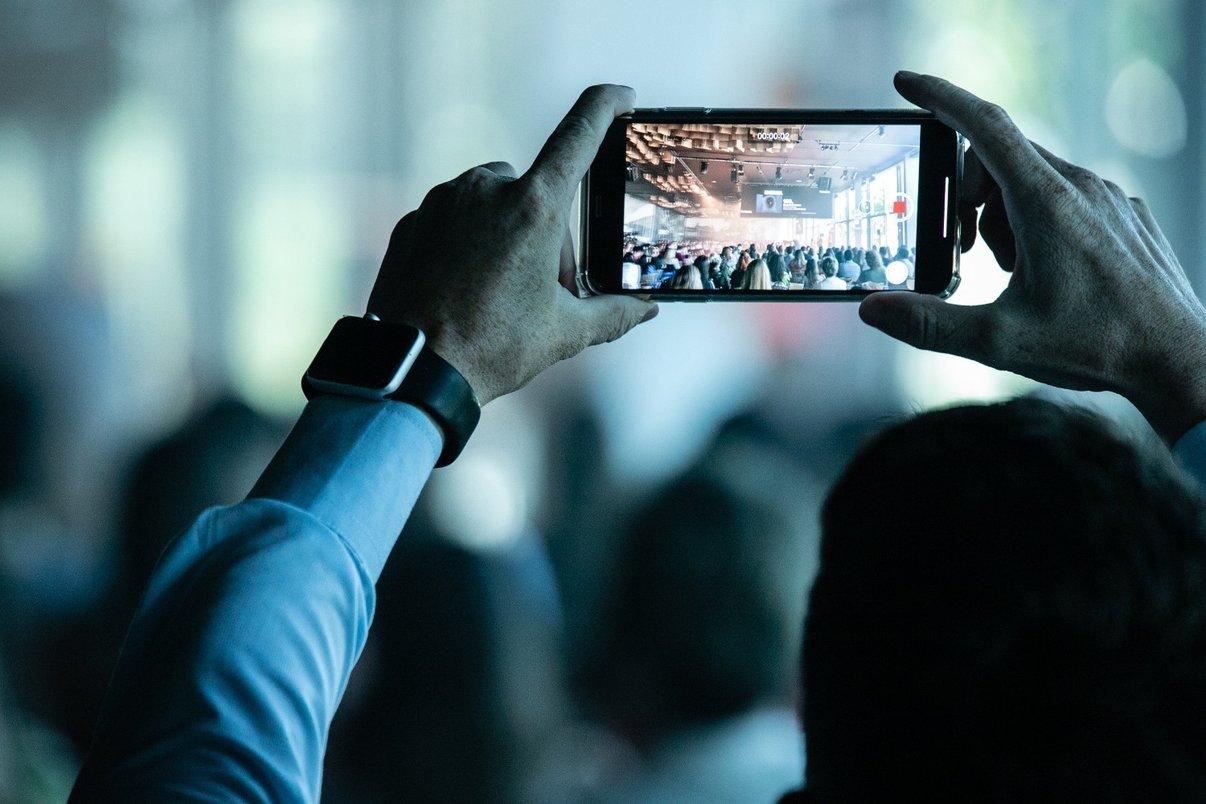 Público registra palestras.