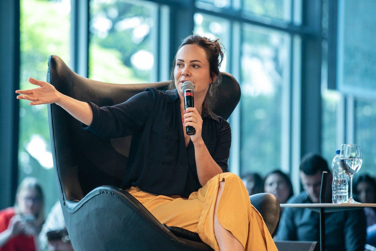 """Patrícia Pomerantzeff, a profissional que comanda o maior canal de arquitetura do Brasil no YouTube bateu um papo com Pedro Andrade sobre """"A Beleza do Imperfeito""""."""