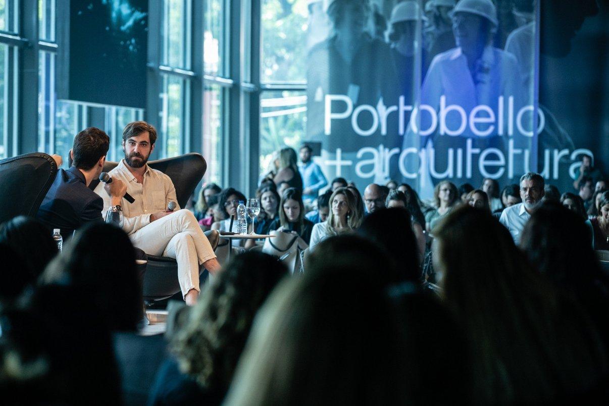 Apresentador Pedro Andrade bate um papo com o designer Guilherme Wentz, coautor da nova Linha Planos, da Portobello.