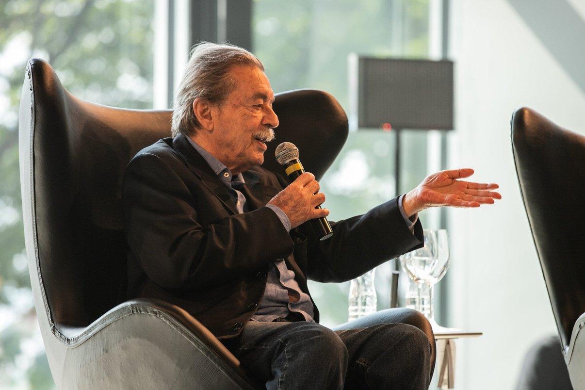 Paulo Mendes da Rocha ontou a história da cadeira Paulistano, de 1957, um ícone do mobiliário brasileiro.
