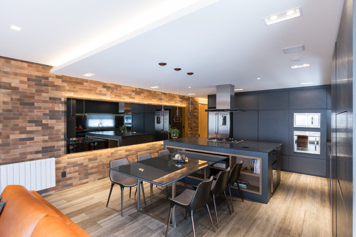Sala de jantar integrada À cozinha