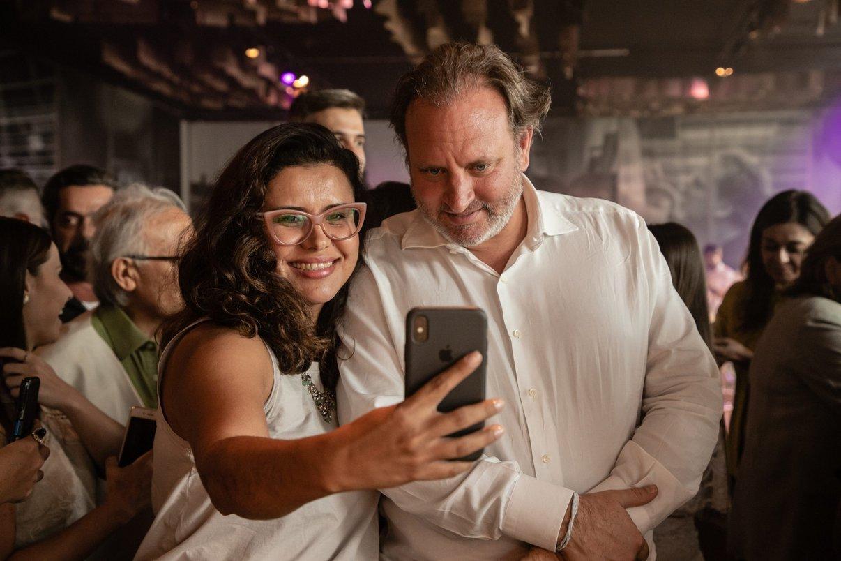 Fã faz selfie com Alexandre Allard, empresário francês e palestrante do Archtrends Summit 2020.