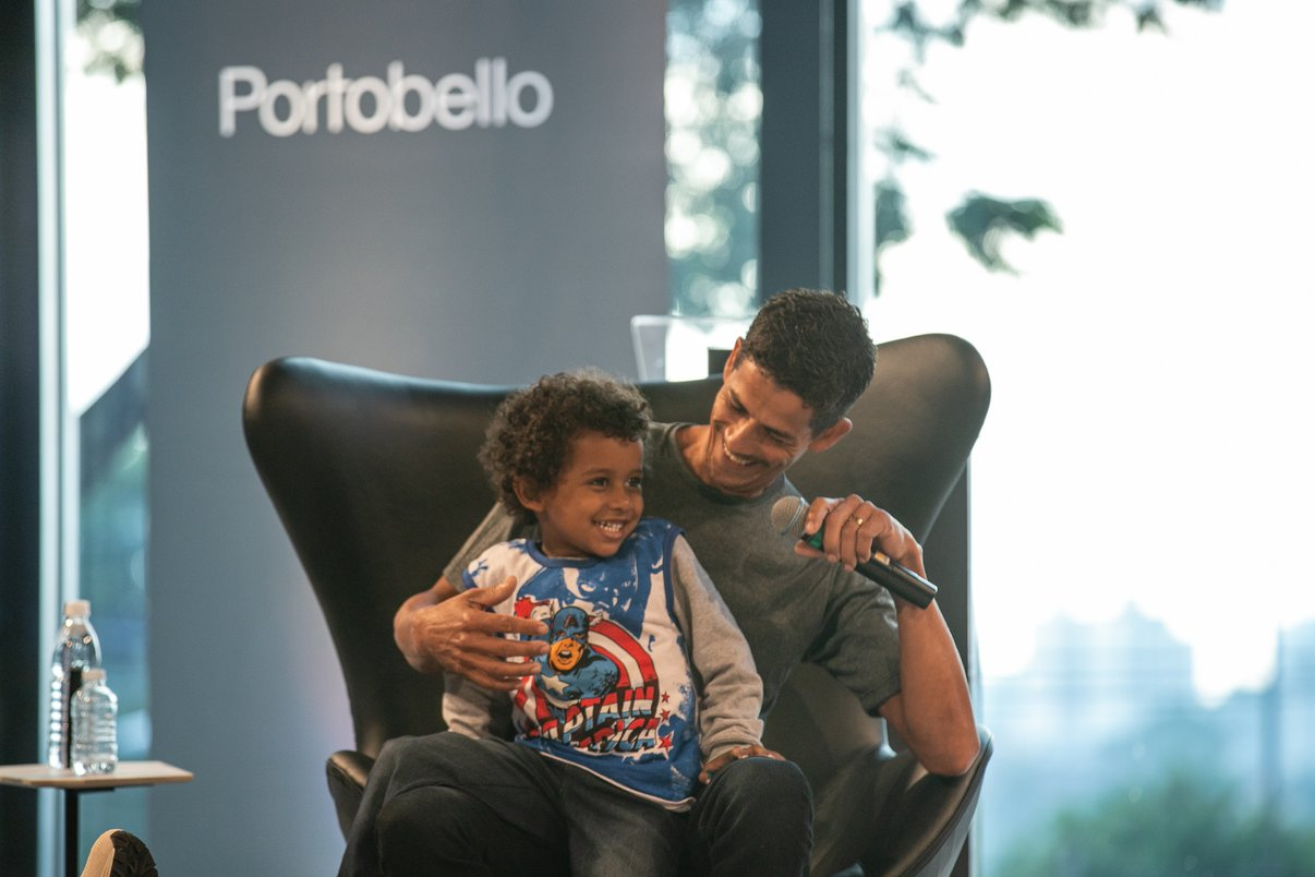 Palestrante Itamacio dos Santos com seu filho.