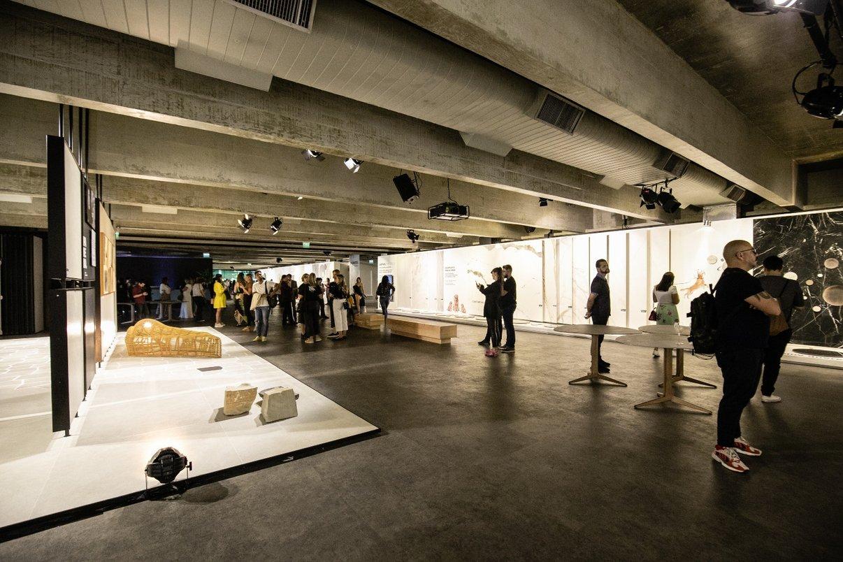 Hall com exposição da nova coleção da Portobello, Unlimited.