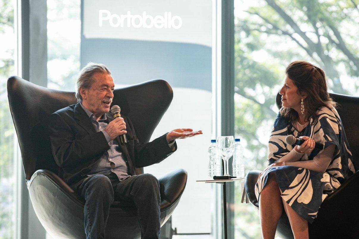 Arquiteto Paulo Mendes da Rocha com mediadora Taissa Buesco.