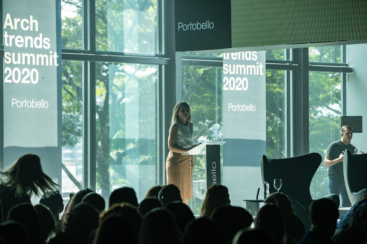 Jornalista Juliana Peixoto apresenta Archtrends Summit 2020.