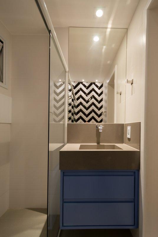 Banheiro com formas e cores do jeito que amamos fazer: cheio de personalidade! - @costalonga_arquitetura