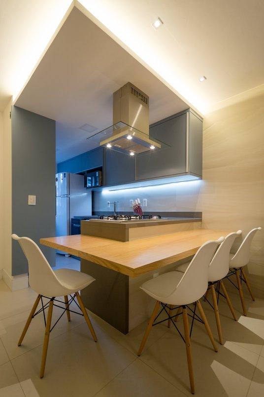// REFORMA // Cozinha integrada a sala por Costalonga Arquitetura I Interiores.