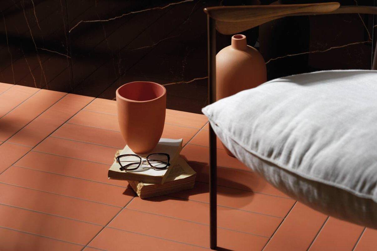 Vasos de barro; piso Terralma Jalapão.