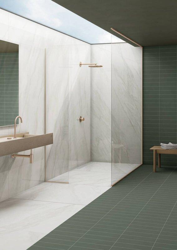 Banheiro verde contemporâneo.