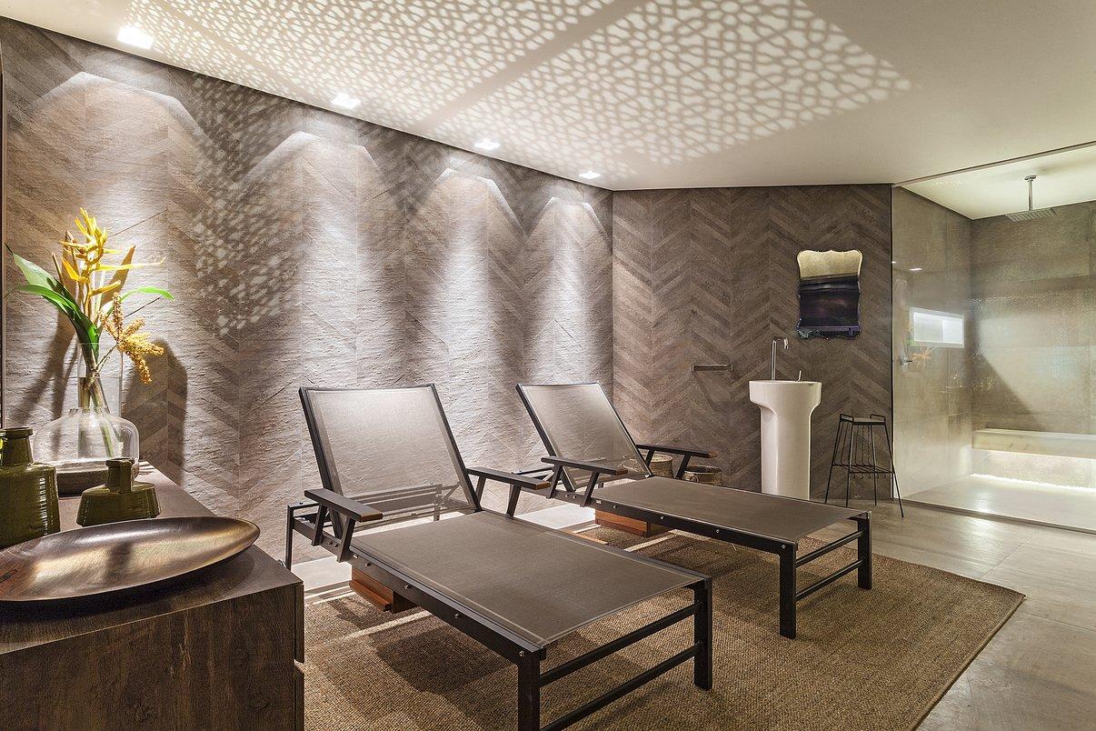 Sauna Casa Victor Dzenk por CoGa Arquitetura em Gibraltar ASH Chevron Natural 30x60 e Concretissyma Wine 60x120